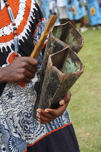 Double-cloche, instrument de musique camerounais