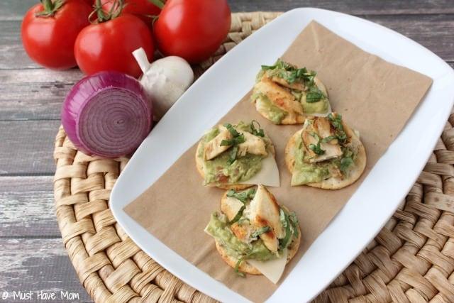 Plat de craquelins avec poulet et guacamole - recettes Mlle Savoureuse